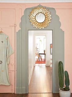 Hour Wows: How To Make a Dramatic Room Statement in Just 60 Minutes We love this pink bedroom with faux painted Moroccan-inspired arch over doorway!We love this pink bedroom with faux painted Moroccan-inspired arch over doorway! Interior Simple, Attic Renovation, Attic Remodel, Interior Paint Colors, Yellow Interior, Interior Painting, Painting Furniture, Living Room Paint, Painted Doors