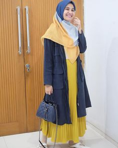 Ideas Fashion Style Modern Skirts For 2019 Casual Hijab Outfit, Hijab Chic, Casual Outfits, Ootd Hijab, Skirt Fashion, Fashion Outfits, Womens Fashion, Fashion Tips, New Hijab