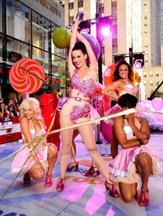 How Sweet! Katy Perry Turned NYC Into Candy Land With A Sexy Performance! Celebrity News Online