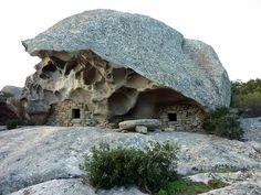 Mirabellicious ♥: Tiny Housing, Grand Living: Orii di Corsica. Double Oriu di Grossettu, photography by Corse Sauvage, via Flickr.