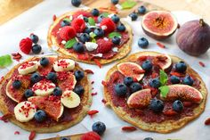 Pancake Breakfast Pizzas | A Million Miles (4 pancakes) 2 eggs, 1 banana, 1/2 cup oats, 2 teaspoons chia seeds, 1/4 teaspoon baking powder 1/2 teaspoon organic vanilla powder