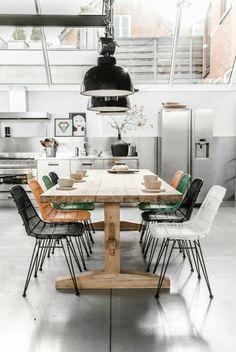 30 Breathtaking Industrial Dining Rooms And Zones - PinZones Vintage Decor, Rustic Decor, Studio Interior, Interior Design, Kitchen Island With Cooktop, Industrial Dining, Cuisines Design, Zara Home, Dining Room Design