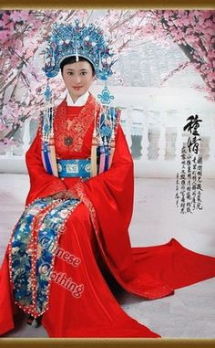 Beautiful Chinese Wedding Dress and Phoenix Crown. You might be lucky enough to be invited to a wedding while on a TEFL job contracts and experience a Chinese wedding. Chinese Wedding Dress Traditional, Traditional Dresses, Wedding Chinese, Chinese Bride, Ao Dai, Hanfu, Wedding Attire, Wedding Dresses, Reception Dresses