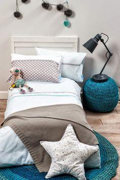 Une bleu canard pour réveiller une chambre d'enfants aux tons doux   Duck blue pops of colours in neutral kid's room