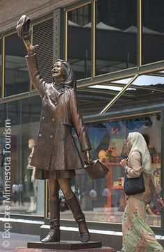 mary tyler moore statue. nicollet mall. downtown minneapolis.