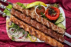 (Persia Digest) – Minced meat kebab is one of the best-loved traditional dishes of Iran and a fixed feature of formal gatherings or Friday lunches. No other dish can take the place of traditional kebabs in Iran, especially at parties and in picnics. Russian Recipes, Turkish Recipes, Ethnic Recipes, Istanbul Kebab, Iranian Dishes, Turkish Kitchen, Skewer Recipes, Best Dishes, Kebabs