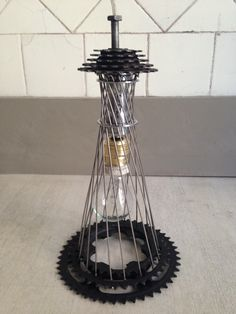 A simple lamp made out of bike parts / una lámpara simple hecha de partes de bicicletas Bicycle Lights, Bicycle Art, Pimp Your Bike, Recycled Bike Parts, Bike Storage Rack, Lighting Concepts, Lamp Design, Metal Art, Upcycle