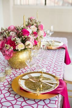 Chic gold and pink wedding reception tablescape #weddingdecor #gold #goldwedding #tablescapes #placesetting