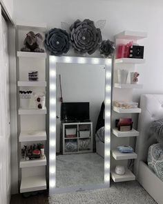 New room decor girly diy beds ideas Cute Room Decor, Teen Room Decor, Room Ideas Bedroom, Diy Bedroom, Diy Room Decor Tumblr, Bedroom Loft, Room Decor With Lights, Ikea Teen Bedroom, Teen Room Furniture