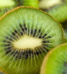 12 Foods With Super-Healing Powers // Sliced Kiwifruit (© Justin A. Morris/Getty Images)