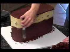 Video....How to make a Louis Vuitton Purse Cake with Bubbly.