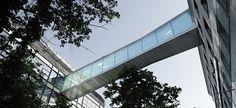 bridge between administrative buildings - Hledat Googlem Buildings, Bridge, Architecture, Arquitetura, Bridge Pattern, Bridges, Architecture Design, Attic, Bro