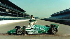 O aniversariante Roberto Guerrero em seu ponto alto da carreira: pole-position da edição 1992 das 500 Milhas de Indianápolis, com direito a quebra de recorde de velocidade.