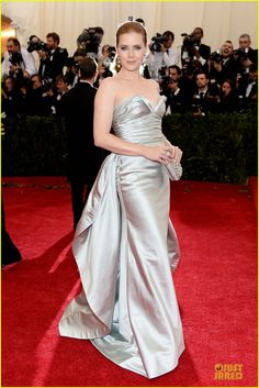 amy adams eyecatching met ball 2014 05 Amy Adams is pure glamour in a silver Oscar de la Renta dress at the 2014 Met Gala held at the Metropolitan Museum of Art on Monday (May 5) in New York City.   …