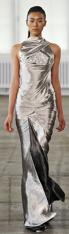 this would be amazing on a slightly thicker/curvier girl.                     Donna Karan!