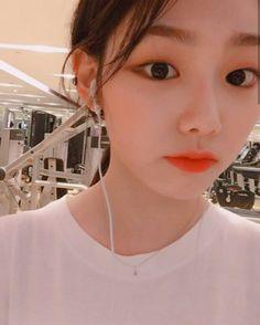 so kiss me on the mouth and set me free Kpop Girl Groups, Korean Girl Groups, Kpop Girls, Cute Asian Girls, Cute Girls, Korean Girlfriend, Kim Doyeon, Girl Crushes, Ulzzang Girl