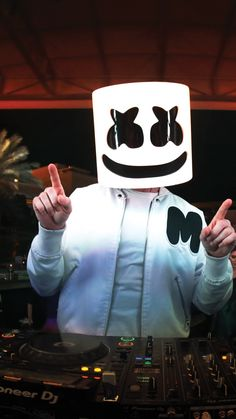 Marshmello Wallpapers and Top Mix Musik Wallpaper, Black Phone Wallpaper, Cellphone Wallpaper, Mobile Wallpaper, Iphone Wallpaper, Wallpaper Marshmello, Marshmello Wallpapers, Joker Wallpapers, Cute Wallpapers