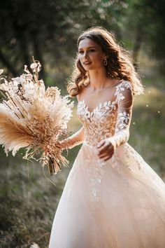 Pretty Wedding Dresses, Wedding Looks, Pretty Dresses, Boho Wedding, Dream Wedding, Ethereal Wedding Dress, Elegant Bride, Wedding Inspiration, Wedding Ideas