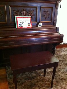this  Piano Bench great for student http://adjustablepianobench.net