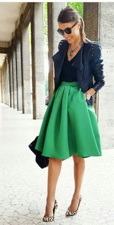 These trending Outfit Ideas are perfect for this Winter. Stylish Outfit Ideas across the world. Suitable for Winter Style. Winter Outfits That Are Perfect and Cute. Mode Outfits, Office Outfits, Skirt Outfits, Chic Outfits, Spring Outfits, Fashion Outfits, Winter Outfits, Dress Fashion, Full Skirt Outfit