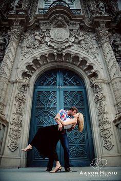 Balboa Park Engagement Session in San Diego | Aaron Huniu Photography | #bluedoor #kiss #museumofman