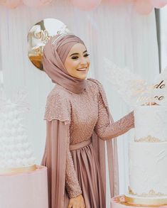 The picture may contain: 1 person Hijab Prom Dress, Hijab Gown, Hijab Evening Dress, Hijab Style Dress, Muslim Wedding Dresses, Muslim Dress, Bridal Dresses, Abaya Fashion, Muslim Fashion