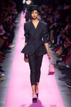 Le tailleur pantalon revisité par Jacquemus (A/H 2017-2018)