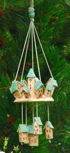 Carillón de viento de cerámica por NANDOMO en Etsy Clay Crafts, Arts And Crafts, Paper Crafts, Suncatcher, Ceramic Houses, How To Make Paint, School Art Projects, Expo, Paper Clay