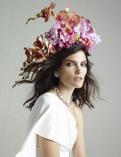 Combinar seu perfume com o aroma do ambiente é a nova forma de personalizar o casamento Poppy Delevingne, Kate Middleton, Headdress, Headpiece, Kate Moss, Perfume, Vogue, Crown, Floral