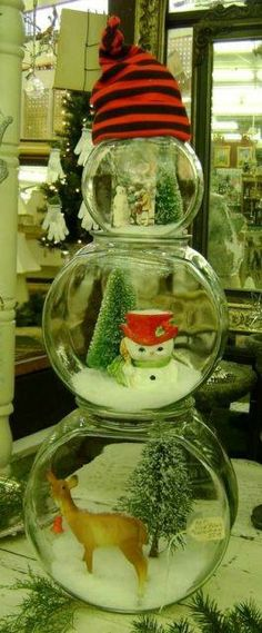 Being Frugal Sally: Crafts - Snowman made from fishbowls.