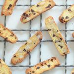 Low-Carb Orange Chocolate Macadamia Biscotti recipe made with almond flour will satisfy your cravings for a crunchy low-carb keto cookie! Paleo Cookies, Paleo Treats, Chip Cookies, Almond Flour Biscotti Recipe, Brownies Keto, Egg White Protein Powder, Chocolate Orange, Chocolate Chips, Paleo Dessert