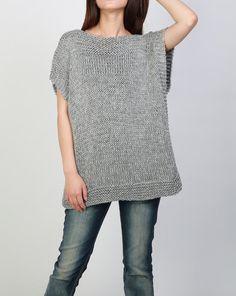 Neues Design für diesen Herbst / WINTER! Dieses wunderschöne und einzigartige Tunika Pullover Weste machen Sie stilvolle und im Trend. Es besteht aus 100 % Öko-Baumwoll-Garn in einem schönen grau-Farbton. Kein Jucken überhaupt! Es hat einzigartiges trim Muster am oberen Hals, Seiten und Unterseite entworfen. Es ist Merkmale auf: 1. fallen Sie Schulter-Stil 2. einzigartige trim Muster am oberen Hals, Seiten und Unterseite entworfen. 3. gerollten Rand an Ausschnitt und Saum. Andere Farben…