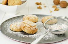 Aprende a preparar polvorones caseros o mantecados con esta rica y fácil receta. Los polvorones, conocidos también como mantecados, son un tipo de pan o galleta que...