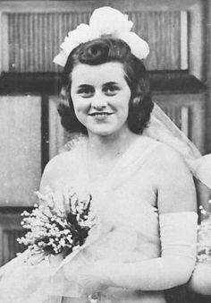 "Kathleen ""Kick"" Kennedy,1938 ❤❁♛❤✾❤✾❤❁❤❃❤❁♛❤❁ http://en.wikipedia.org/wiki/Kennedy_family http://en.wikipedia.org/wiki/Kathleen_Cavendish,_Marchioness_of_Hartington"