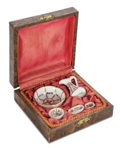 De Kleine Wereld Museum of Lier: 84 French Porcelain Tiny Wash Set in Original Silk Lined Box