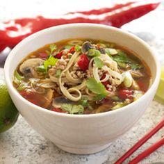 Nudelsuppe opskrift med karry - se her Soup Recipes, Snack Recipes, Eat Thai, Cook N, Good Food, Yummy Food, Danish Food, Le Diner, Easy Cooking