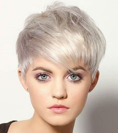 Today we have the most stylish 86 Cute Short Pixie Haircuts. We claim that you have never seen such elegant and eye-catching short hairstyles before. Pixie haircut, of course, offers a lot of options for the hair of the ladies'… Continue Reading → Chaotischer Pixie, Choppy Pixie Cut, Messy Pixie Cuts, Edgy Pixie, Short Pixie Haircuts, Pixie Hairstyles, Short Hairstyles For Women, Ombre Curly Hair, Curly Hair Styles