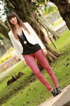 Tartan, black, and white... -latest post on my blog- #tartan #StreetStyle #fashion