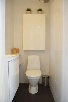 Keskikerroksen WC. Small Toilet, My Dream Home, Home Deco, Toilets, Bathroom, House, Fresh, Ideas, Small Shower Room