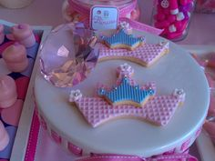 Pretty princess crown cookies