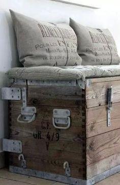 Ce serait apres une catatrophe majeure;nous devrions refaire une maison dans un bâtiment abandonné avec nos malles de voyage pour seul meuble