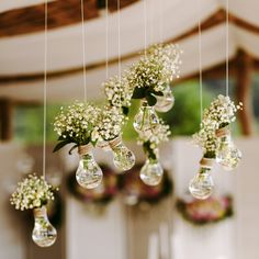 rustico simples barato Adding hanging floral details to your yacht wedding decoration makes a simple ye. Adding hanging floral details to your yacht wedding decoration makes a simple yet stunning statement. Your guests will surely love them. Floral Wedding, Diy Wedding, Rustic Wedding, Wedding Flowers, Dream Wedding, Wedding Day, Party Wedding, Church Wedding, Wedding Gifts