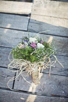 bouquet toss  www.luphotoart.com