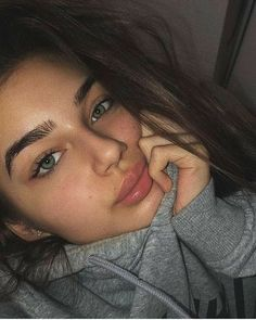 Green* eyes, big lips and messy hair ( corrected the last person) ♡ Natural Makeup Looks, Natural Looks, Natural Makeup Brands, Natural Beauty, Make Up Looks, Pretty Eyes, Beautiful Eyes, Beauté Blonde, Big Lips