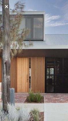The street view of Price Street House, by architects Yun Nie Chong and Patrick Kosky in Fremantle, WA has line of site through to the kitchen and backyard, creating a warm and friendly atmosphere in this tight knit community. Facade Design, Door Design, Exterior Design, Interior And Exterior, Facade Architecture, Residential Architecture, Exterior Cladding, Australian Architecture, Street House