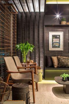 Paula Costa Por Casa Cor Rio 2014 - Lounge aconchegante integra o espaço Home Interior Design, Interior Architecture, Interior Decorating, Living Room Designs, Living Room Decor, Living Spaces, Style At Home, Sala Grande, Balcony Design