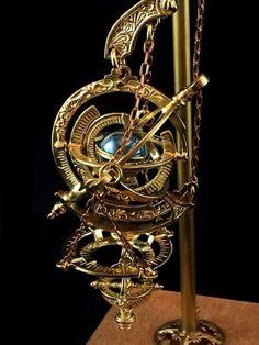 Steampunk and Junk — Gimmel Garden Arte Steampunk, Steampunk Design, Steampunk Fashion, Objets Antiques, Steampunk Gadgets, Steampunk Accessories, Magical Jewelry, Fantasy Jewelry, Dieselpunk