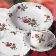 top 10 things for your registry Antique Dishes, Vintage Dishes, Vintage Plates, Vintage Tea, Vintage Glassware, Vintage Style, Wedding Invitation Etiquette, Rose Tea, Dinnerware Sets