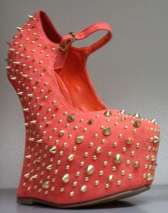 Look stylish from head to toe with these dazzling wedges. These wedges are guaranteed to turn heads!
