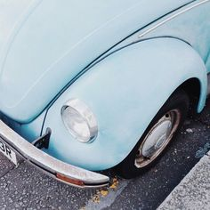 Neue Frauen Mode Ideen 2019 - get in loser, we're going shopping ! – – name the movie below ⬇️ - Light Blue Aesthetic, Blue Aesthetic Pastel, Aesthetic Colors, Aesthetic Pictures, Gothic Aesthetic, Aesthetic Grunge, Azul Vintage, Vintage Decor, Vintage Style